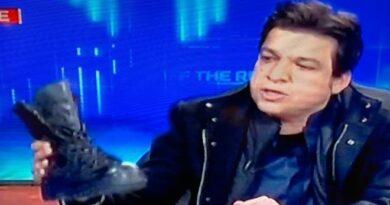 فیصل واوڈا کا ٹی وی شو میں 'فوجی بوٹ' لانے کا واقعہ: 'کل یہی جوتے ان کے سر پر پڑیں گے'